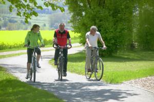 gemeinsames Radfahren im Kurpark in Bad Griesbach